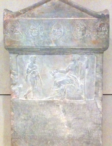 Αρχαία επιγραφή τιμώντας Αθηναίους χορηγούς θεάτρου. Βρίσκεται στο Μέγαρο Μουσικής Αθηνών.