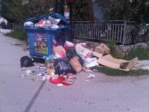 Οργή και καταγγελίες από το Τ.Σ. Βραχατίου για τα σκουπίδια