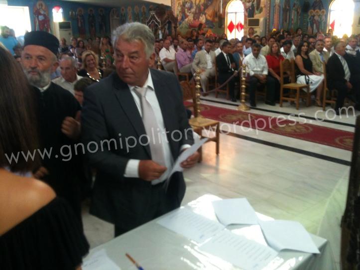 Ο Δημήτρης Μπεκιάρης, πρώτος σε σταυρούς σύμβουλος της πλειοψηφίας έχει μόλις υπογράψει το πρακτικό
