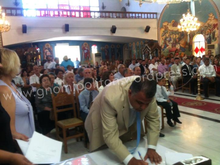 Ο Χαράλαμπος Τανισχίδης υπογράφει το πρακτικό. Πρώτος σε σταυρούς σύμβουλος της πλειοψηφίας από τη Δ.Ε. Βόχας, αναμένεται να αναλάβει νευραλγικό πόστο στην εξέλιξη των έργων του δήμου
