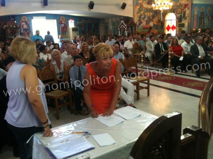 Η Αθανασίου-Παπούλια Δήμητρα σύμβουλος της Δ.Κ. Ζευγολατιού υπογράφει το πρακτικό ορκωμοσίας