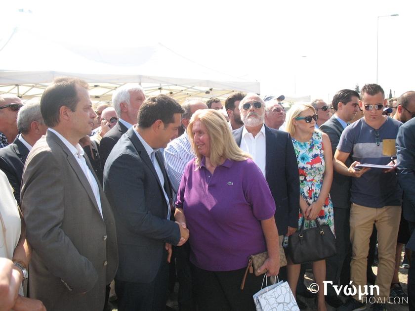 Η αντιδήμαρχος Βέλου-Βόχας κ. Μαρία Καλλίρη καλοσωρίζει τον πρωθυπουργό κ. Αλέξη Τσίπρα στην περιοχή μας
