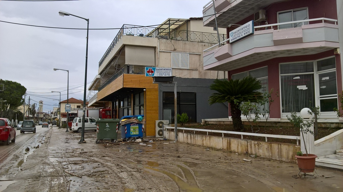 Εικόνες καταστροφής στο δήμο Βέλου-Βόχας (φωτογραφικό ρεπορτάζ)
