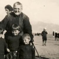 Emma Cushman: Η Αμερικανίδα που έσωσε χιλιάδες παιδιά από τις Γενοκτονίες, τα έφερε και τα μεγάλωσε στην Κόρινθο