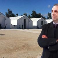 O Ζευγολατιώτης δικηγόρος Άγγελος Καραφωτιάς διοικητής στη δομή φιλοξενίας της Κορίνθου