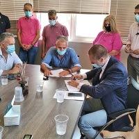"""Δήμος Βέλου-Βόχας: Υπογραφή σύμβασης """"έξυπνου"""" ηλεκτροφωτισμού ενεργειακής εξοικονόμησης (Video & photos)"""